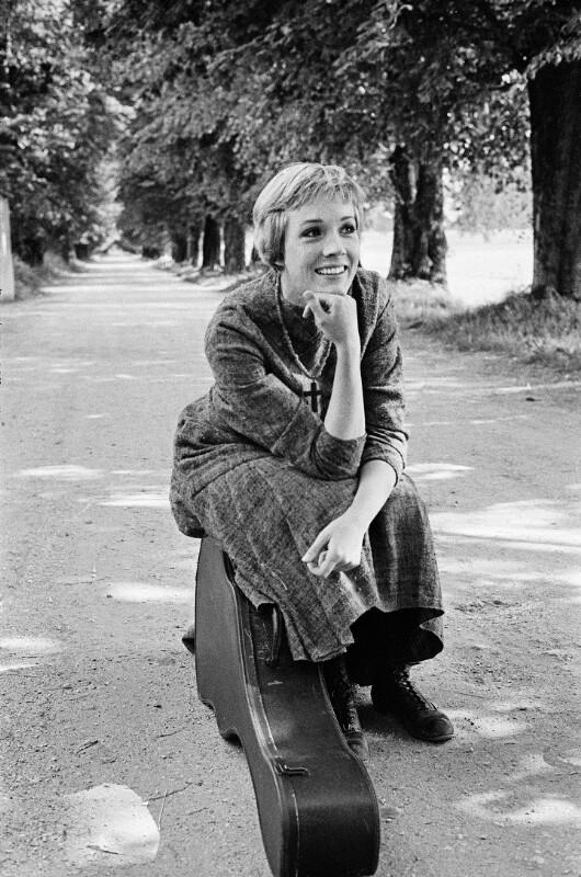 """Julie Andrews bei den Dreharbeiten zu """"The Sound of Music"""", Salzburg, 1964"""