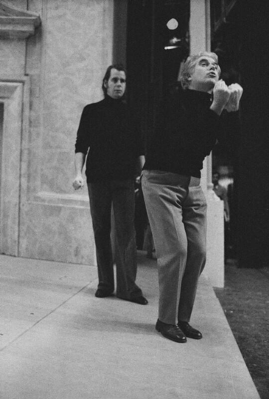 """Giorgio Strehler mit dem Sänger Tom Krause bei den Proben zu Mozarts """"Die Hochzeit des Figaro"""" in der Pariser Oper, 1973"""