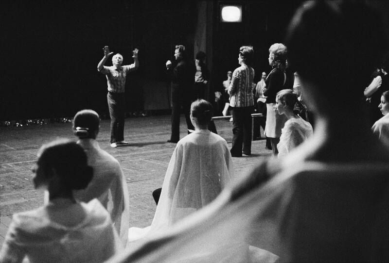 Der Choreograph George Balanchine probt an der Pariser Oper, 1973