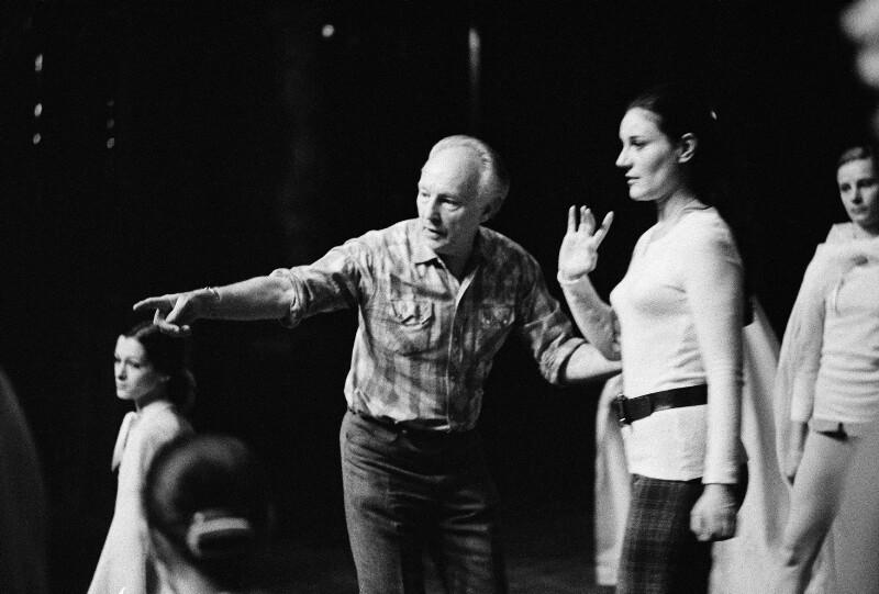 George Balanchine und die Tänzerin Renée Auphan in der Pariser Oper, 1973