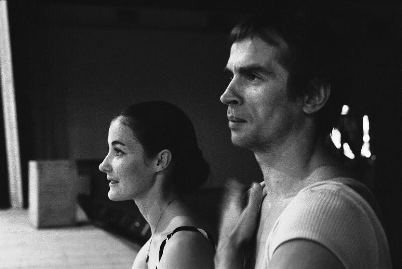 """Die Tänzer Rudolf Nurejew und Noella Pontois während einer Probe zu Hans-Werner Hentzes Ballett """"Tristan"""" in der Pariser Oper, 1973"""