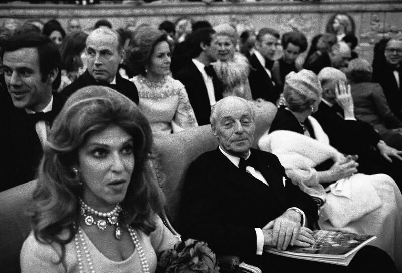 Baron Guy de Rothschild und seine Frau während der festlichen Wiedereröffnung der Pariser Oper, 1973