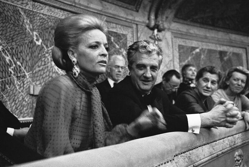 Der Industrielle Konrad Henkel und seine Frau während der festlichen Wiedereröffnung der Pariser Oper, 1973