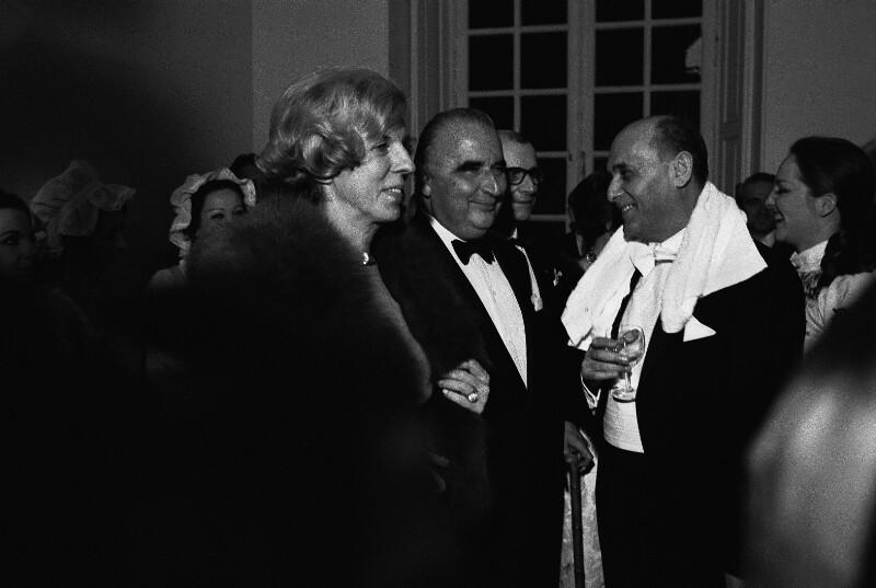 Sir Georg Solti mit Präsident Georges Pompidou und dessen Frau während der Wiedereröffnung der Opera Garnier in Paris, 1973