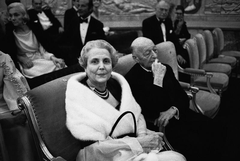 Festgäste bei der Eröffnung der Pariser Oper im Palais Garnier, 1973