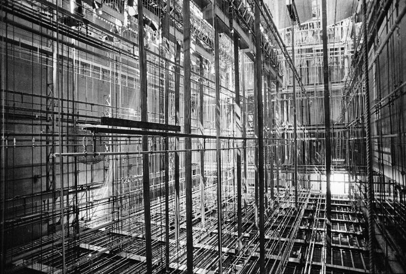Am Schnürboden der Pariser Oper im Palais Garnier, 1973
