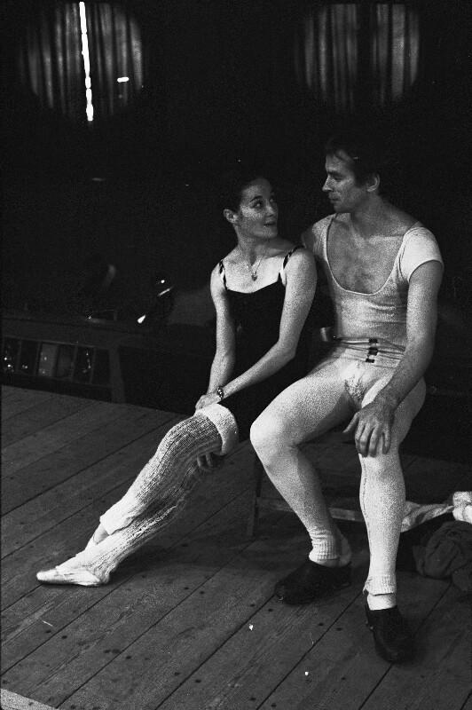 Rudolf Nurejew und Noella Pontois während einer Probenpause, Paris, 1973