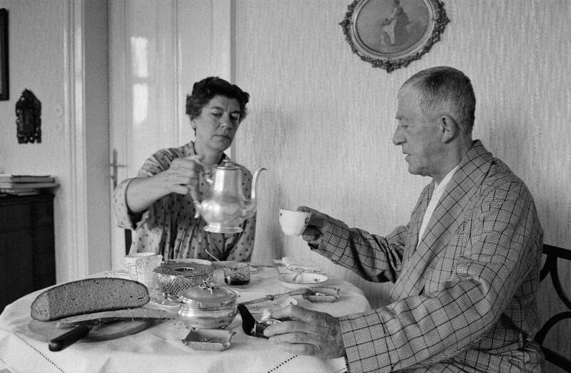Maler Oskar Kokoschka und seine Frau Olda in ihrem Zuhause in Villeneuve, Schweiz, 1959