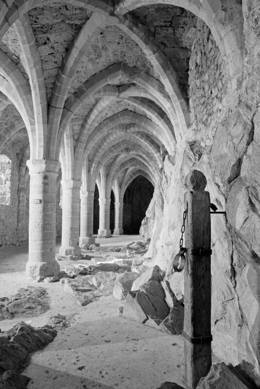 Gotische Kellergewölbe in Schloss Chillon am Genfer See, Schweiz
