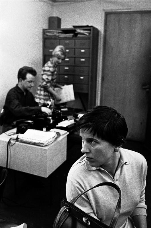 Traudl Lessing im Büro von Magnum, Paris
