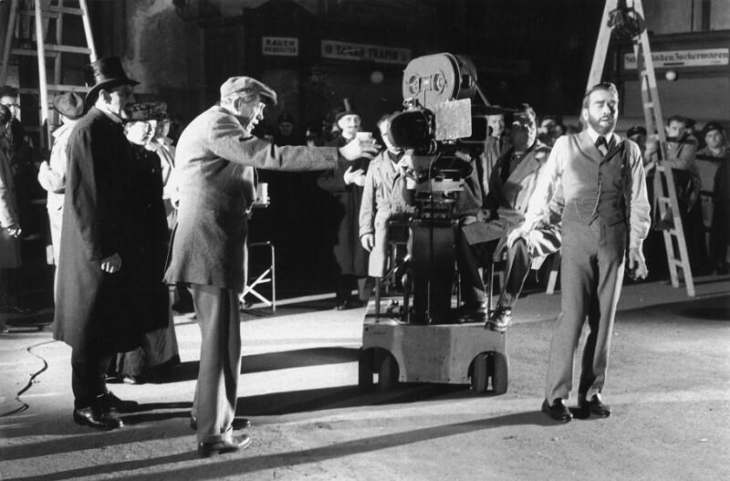 """John Huston und Montgomery Clift während der Dreharbeiten zu """"Freud"""", Wien, 1961"""