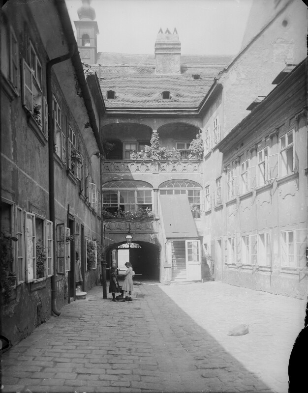 Wien 7, Ulrichsplatz 2