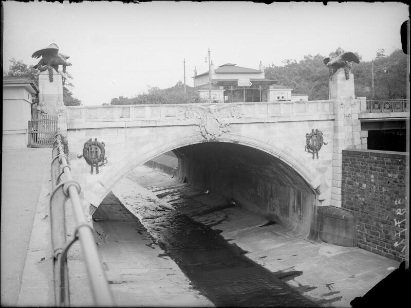 Wien 13, Hietzinger Brücke