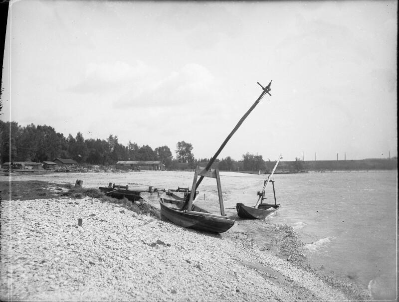 Fischerkähne an der Donau
