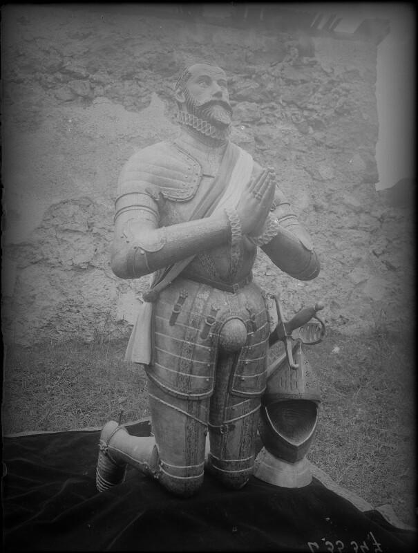 Knieender Ritter in der Burg Hochosterwitz