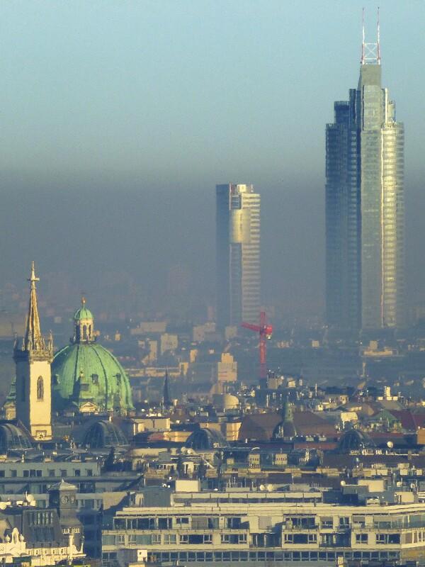 Smog zwischen Augustinerkirche und Millenium Tower