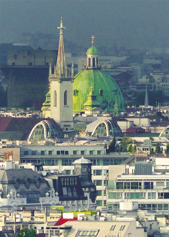 Peterskirche, Augustinerkirche und Dach des Opernringhofes