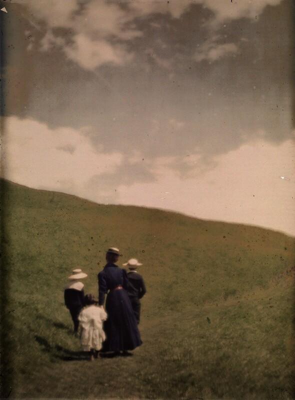 Kühns Kinder und Miss Mary im Grünen