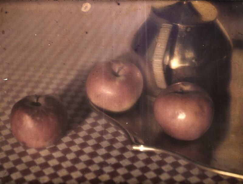 Stillleben mit Äpfeln und Teekanne