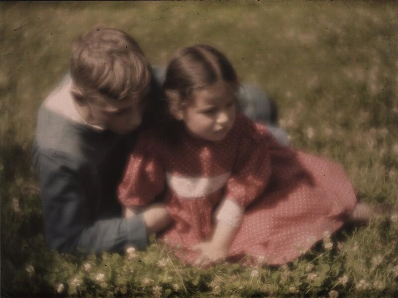 Hans und Lotte Kühn in der Wiese