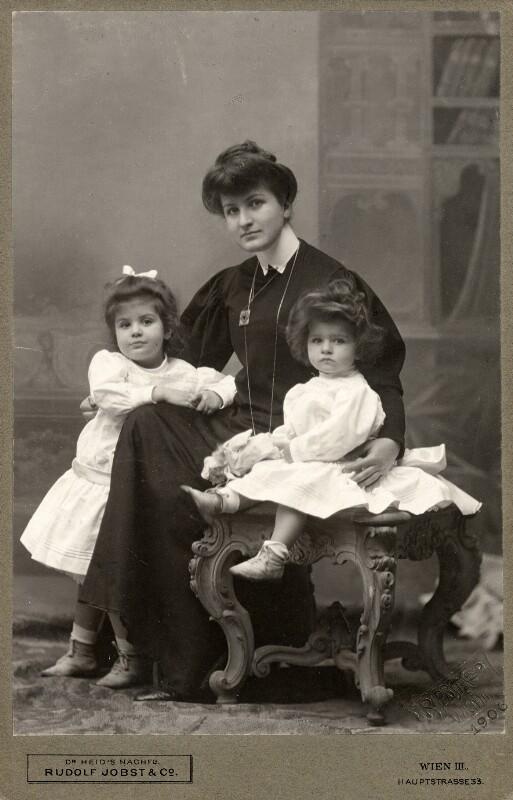 Alma Mahler mit ihren Kindern Maria und Anna, 1906©Bildarchiv Austria, ÖNB