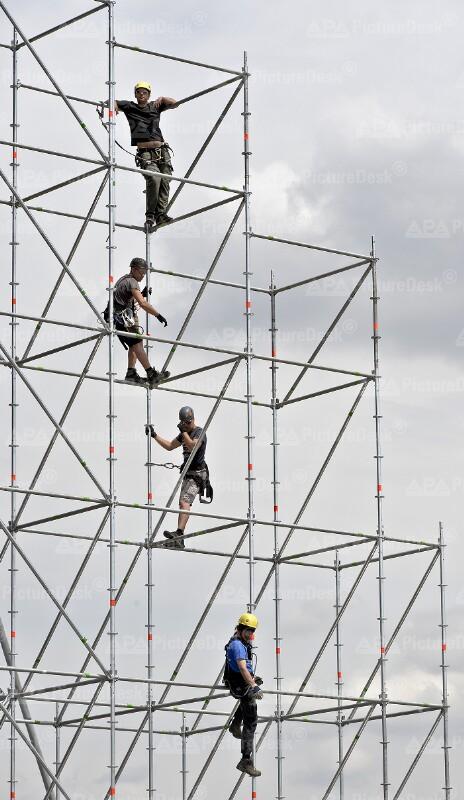 Aufbauarbeiten zum Donauinselfest