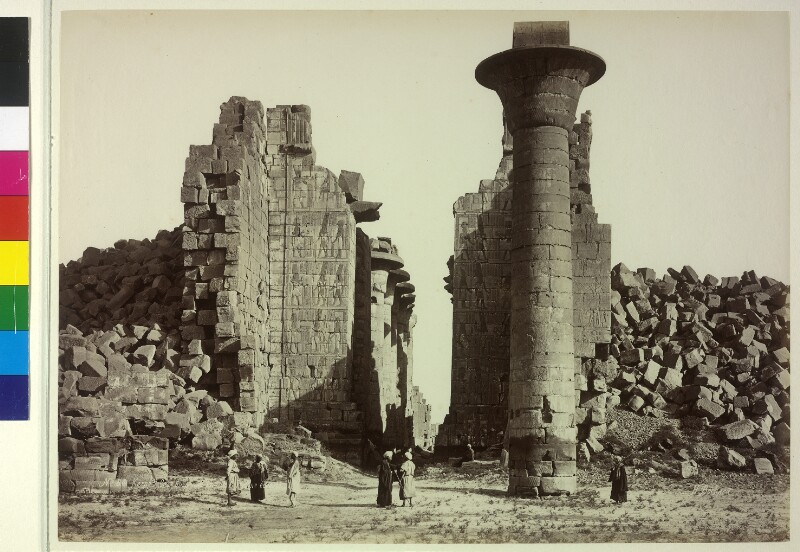 Eingang zur Säulenhalle der Tempel-Anlage von Karnak, Ägypten