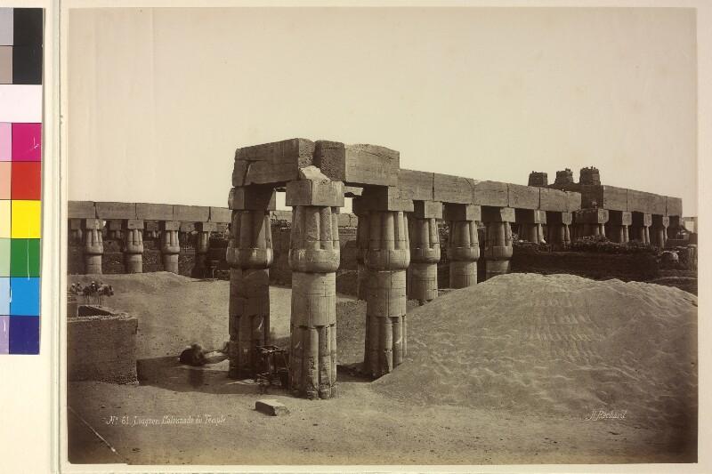 Säulengang des Tempels in Luxor, Ägypten