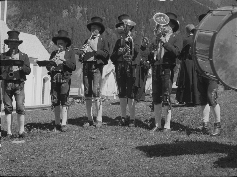 Musikanten in Tracht aus Ischgl im Paznauntal