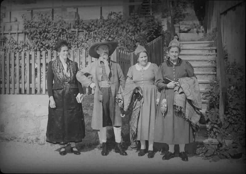 Trachtengruppe aus dem Strudengau