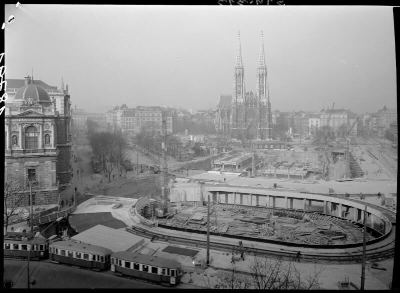 Wien 9, Rooseveltplatz mit Unterführung Schottentor