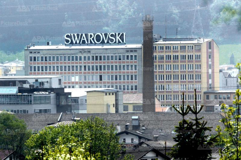 ARCHIVBILD: SWAROVSKI BAUT IN TIROL 200 MITARBEITER AB