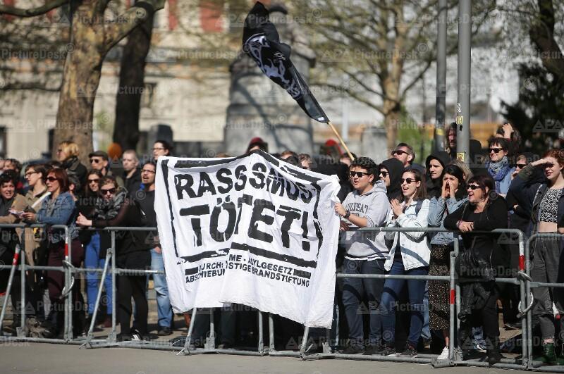 Demonstration gegen Standkundgebung der Pegida in Wien