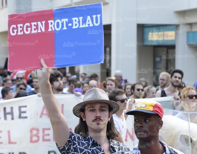 """Demonstration der """"Offensive gegen Rechts"""" gegen die Rot-Blaue Regierung im Burgenland"""