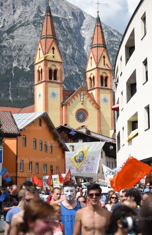 Demonstration gegen die Bilderberg-Konferenz in Telfs
