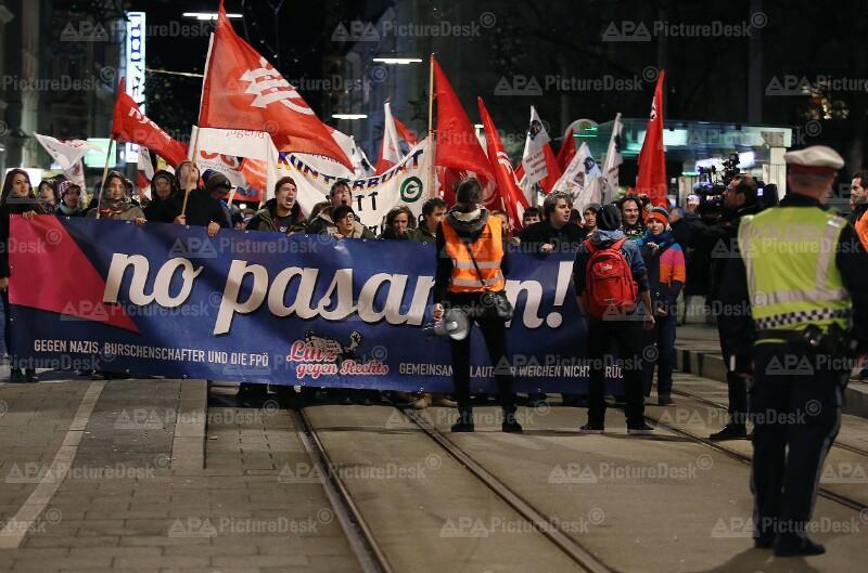 Demonstration gegen den Linzer Burschenbundball