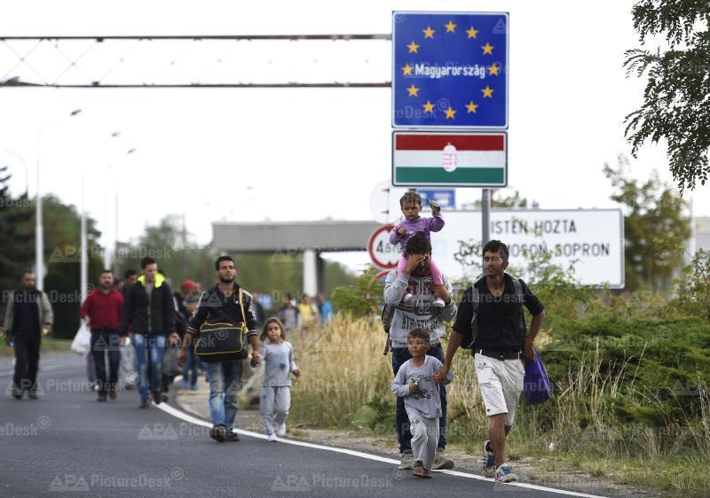 Ankunft von Flüchtlingen an der österreichischen Grenze in Nickelsdorf