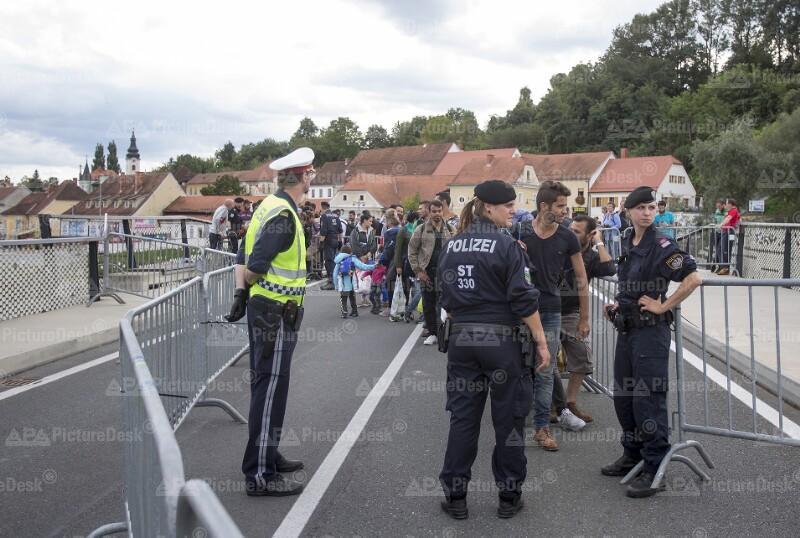 Ankunft von Flüchtlingen an der österreichischen Grenze in Bad Radkersburg