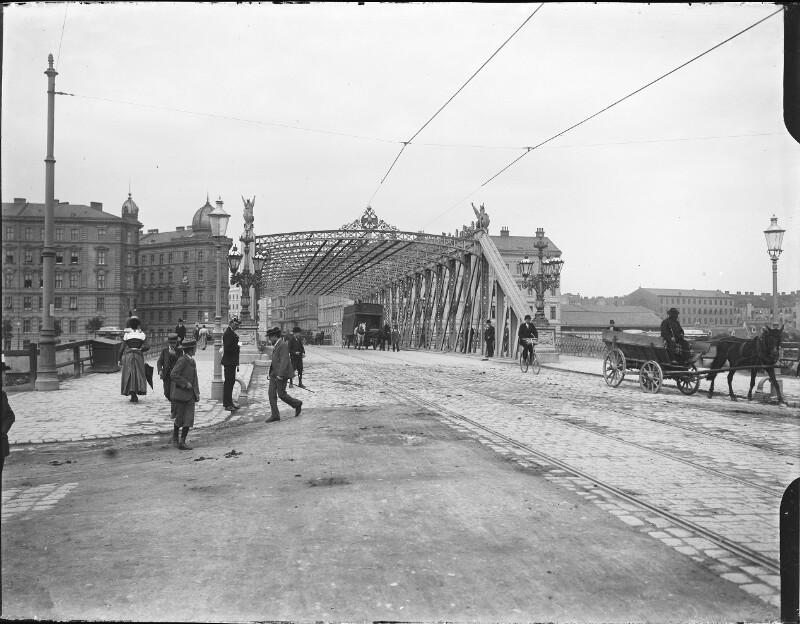 Die Ferdinandsbrücke über den Donaukanal