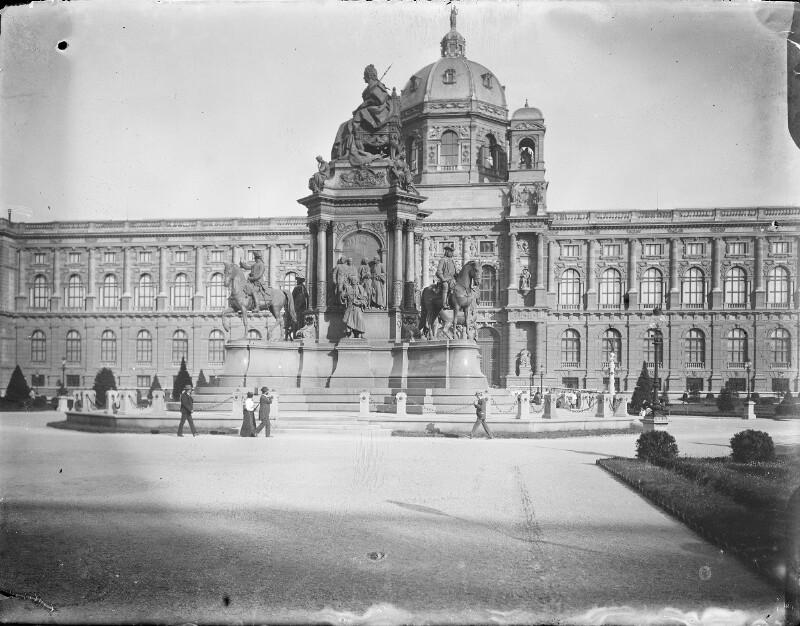Kunsthistorisches Museum Wien mit dem Maria-Theresien-Denkmal
