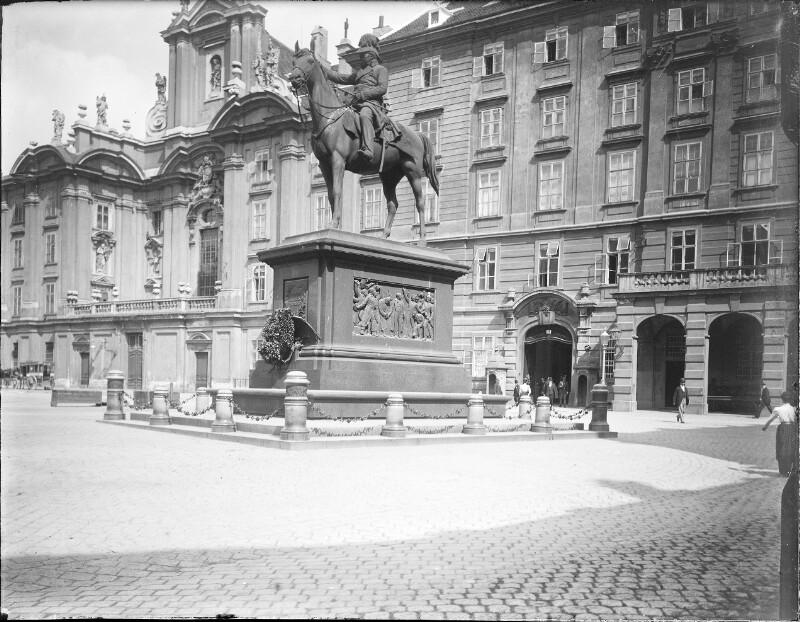 Radetzkydenkmal  von Caspar Zumbusch Am Hof vor dem Hofkriegsrat