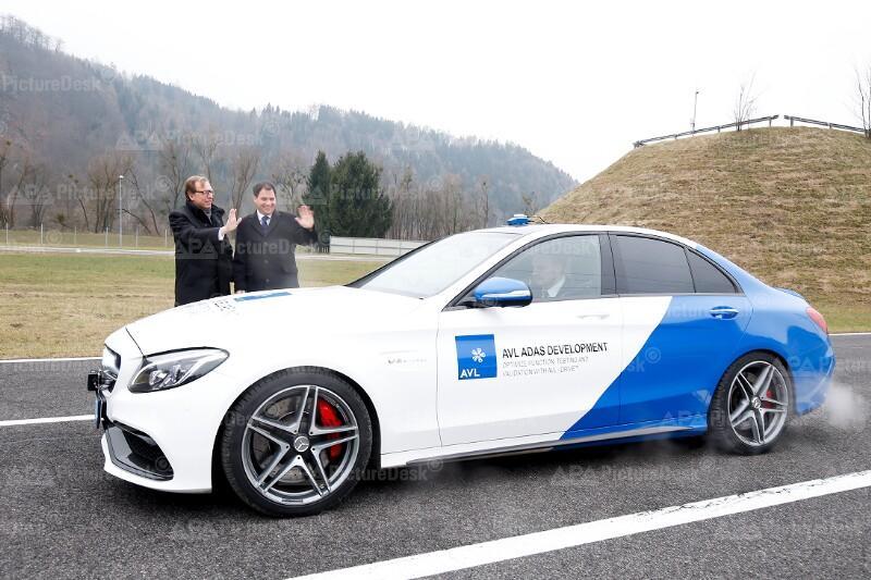 AUTONOMES FAHREN - ERSTE TESTS AUF ÖSTERREICHISCHEN AUTOBAHNEN: BUCHMANN / SCHICKHOFER