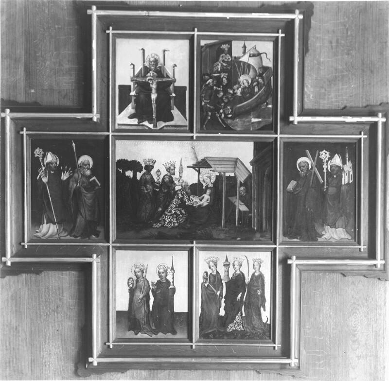 Bilder in kreuzförmigem Rahmen in den Sammlungen des erzbischöflichen Schlosses in Wien