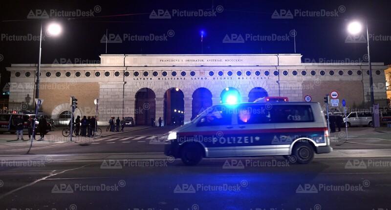 Polizei während der Protestkundgebung gegen den Akademikerball