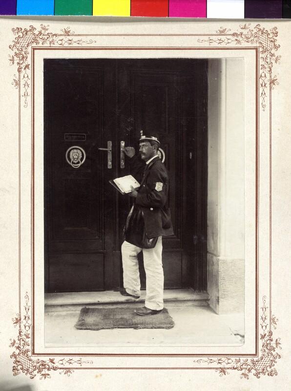 Wien, Briefträger bei Postzustellung