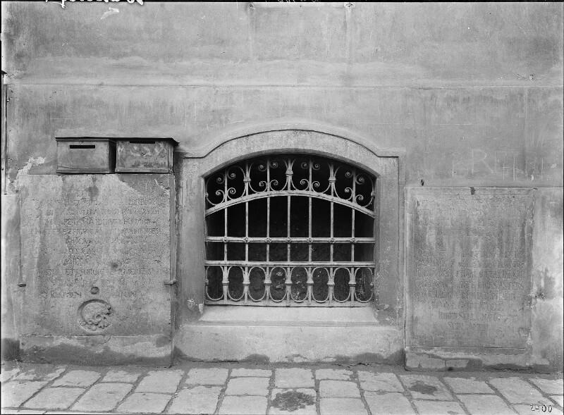 Wien 18, Grabsteine an der Währinger Pfarrkirche, Wien