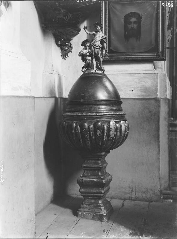 Wien 18, Taufstein in der Währinger Pfarrkirche