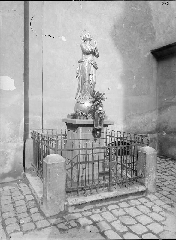 Wien 18, Immakulatastatue bei der Währinger Pfarrkirche