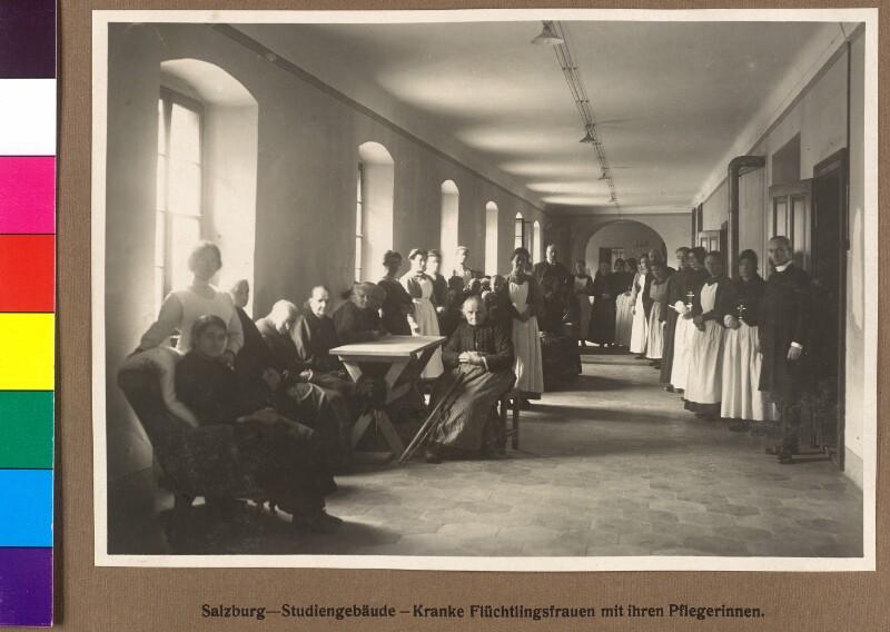 Kranke Flüchtlingsfrauen mit ihren Pflegerinnen - Salzburg - Flüchtlingsfürsorge 1914/15