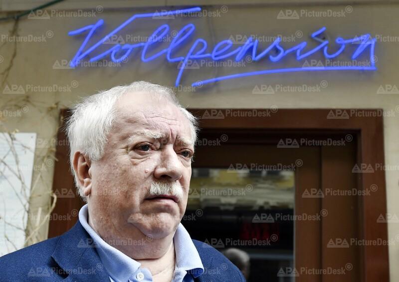 """WIEN: BESUCH IM GENERATIONENKAFFEEHAUS """"VOLLPENSION"""" / BGM. HÄUPL (SPÖ)"""